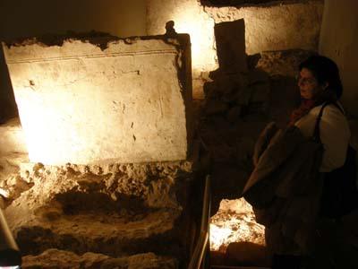 2011-01-09-VisitoradmirescenturiesofcivilizationsAbuFadil.jpg