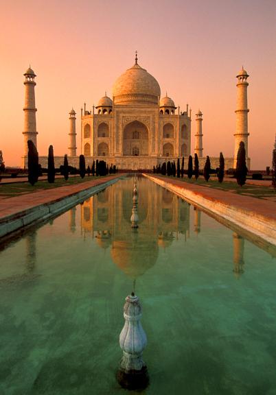 2011-03-09-Taj_Mahal_in_Sunset.jpg