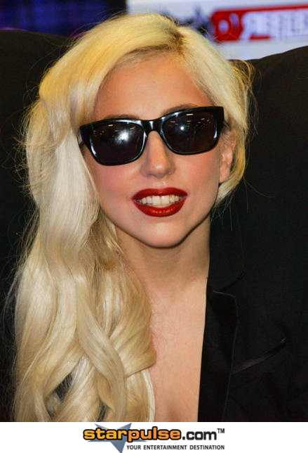 2011-03-11-LadyGagaALO098175.jpg