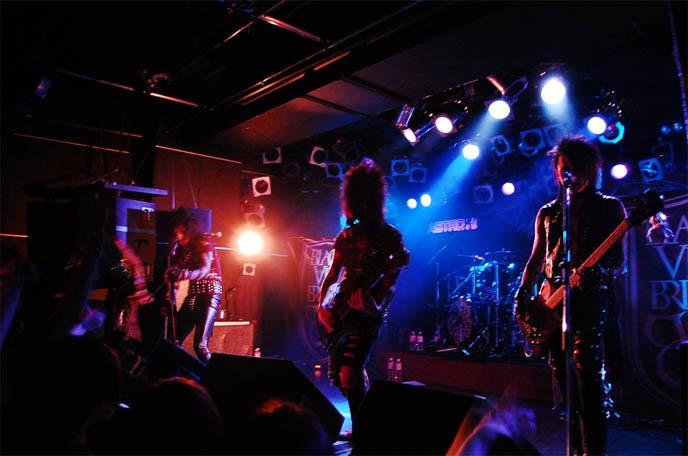 2011-03-19-BLACKVEILBRIDES.jpg