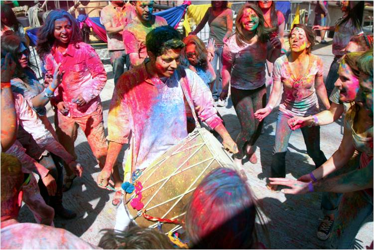 2011-03-22-Indian_Spring_Festival_Colors_Holi_D.jpg