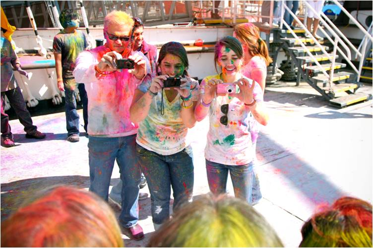 2011-03-22-Indian_Spring_Festival_Colors_Holi_L.jpg