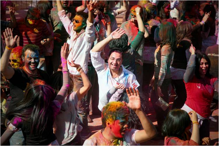 2011-03-22-Indian_Spring_Festival_Colors_Holi_M.jpg