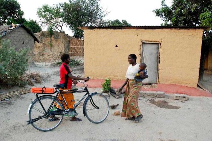 2011-03-29-Zambia_caregiver_Julian.JPG