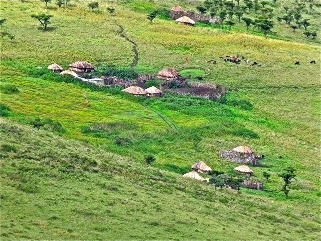 2011-04-05-MaasaiVillage_ChuckWolfe3.jpg