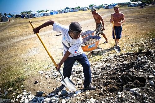 2011-04-11-DiggingLeoganeHaitiAllHands.jpg