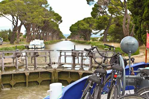 2011-04-16-images-French_Barge_3673.jpg