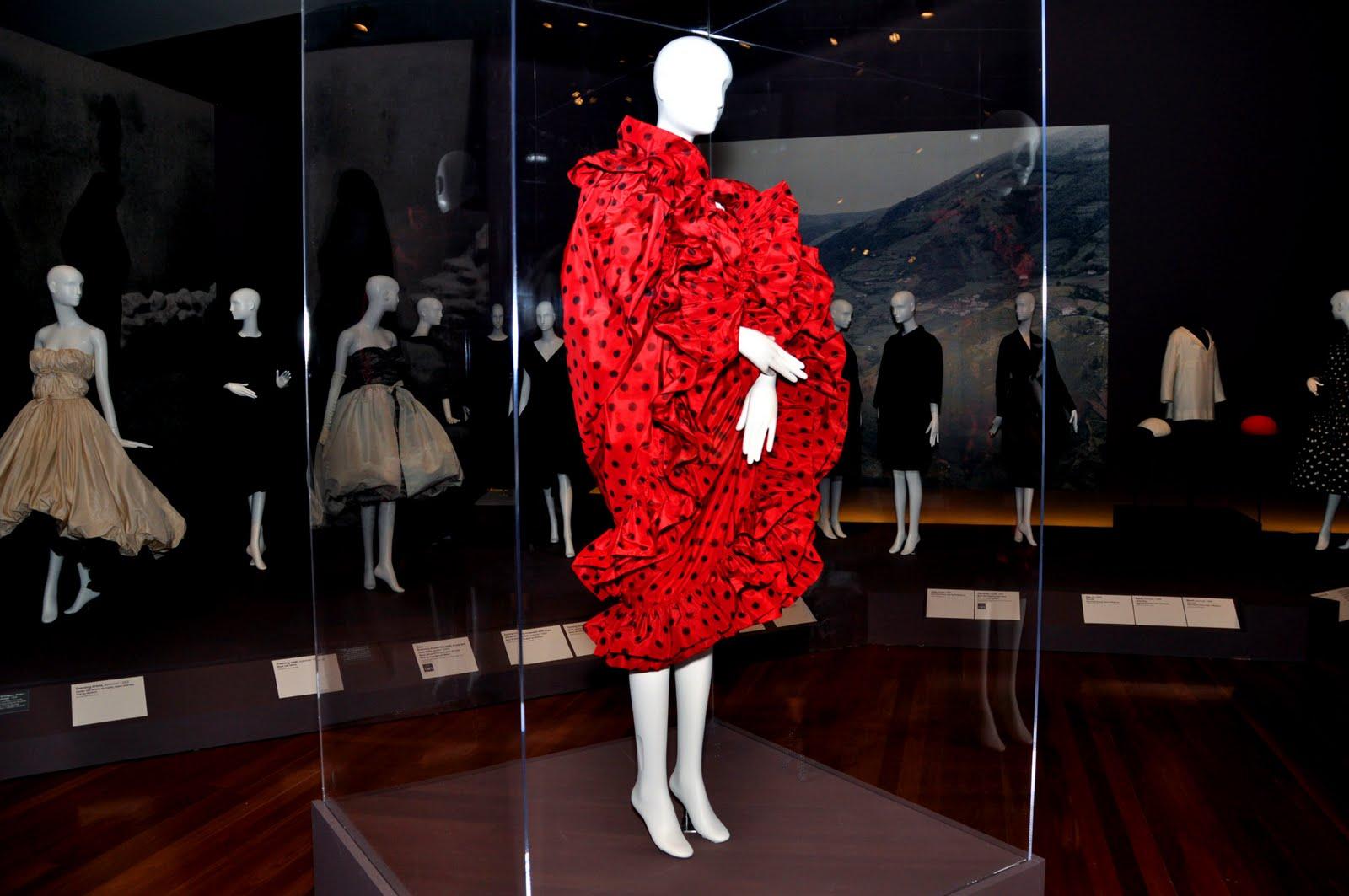 2011-04-21-3.reddress.jpg