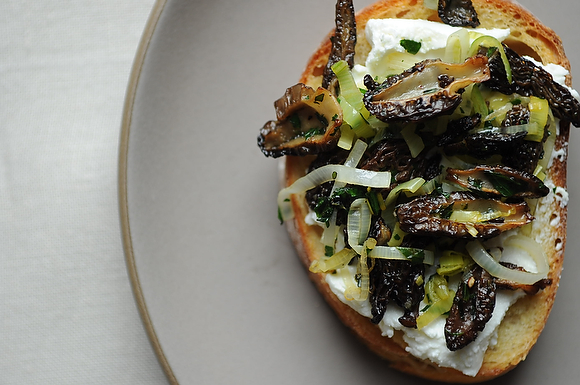 ... 25-http:-www.food52.com-recipes-11097_morel_crostini-041911F_577.jpeg