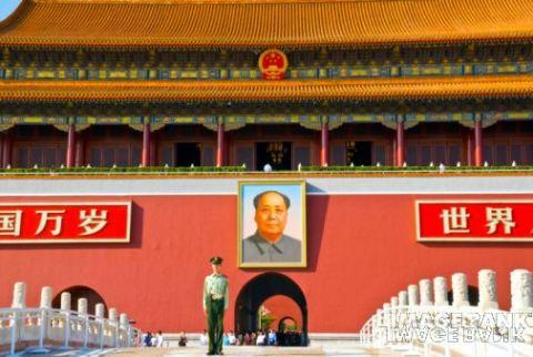 2011-05-11-MaoTiananmenHuffpost.jpg