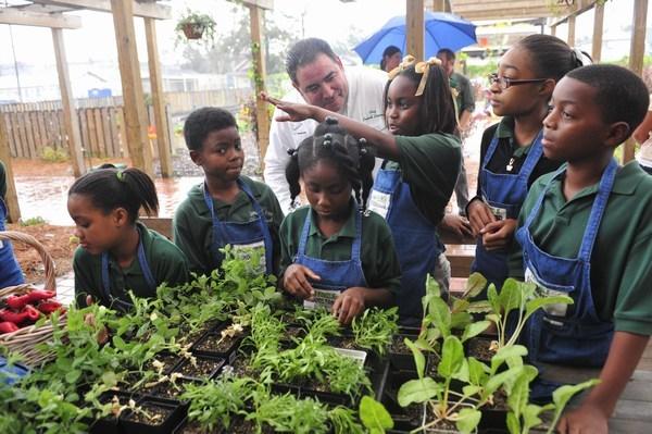 2011-05-17-miniminiEmeril_Edible_Schoolyard_085.JPG