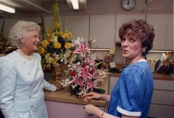 A chat with nancy clarke former white house chief floral designer 2011 05 26 nancyandbarbarabushg mightylinksfo