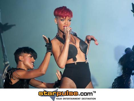 2011-06-03-RihannaRML009484.jpg