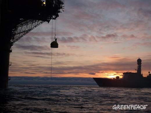 2011-06-04-greenpeacearcticoilrig.jpg