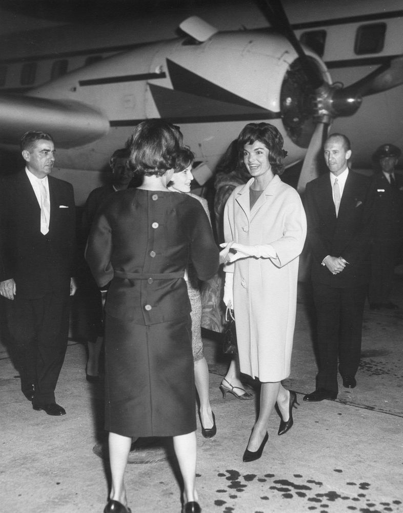 2011-06-13-JacquelineKennedyreturns to the US after her European tour to Paris, Vienna, London, and Greece, June 5, 1961.JFKLibrary.jpg