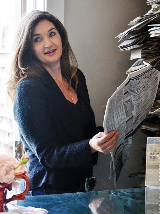 2011-06-15-Carolinelookingthroughpapers_r.jpg