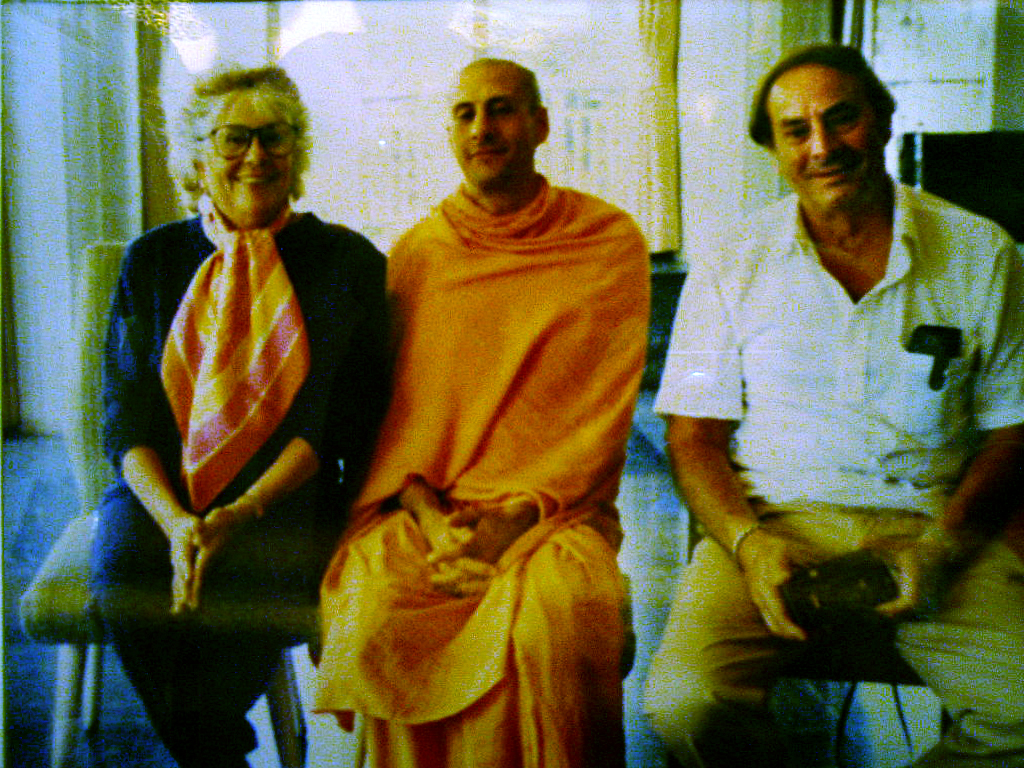 2011-06-19-radhanathswamiparents.jpg