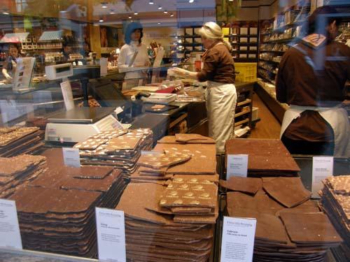 2011-06-27-ChocolateslabsanyoneAbuFadil.jpg