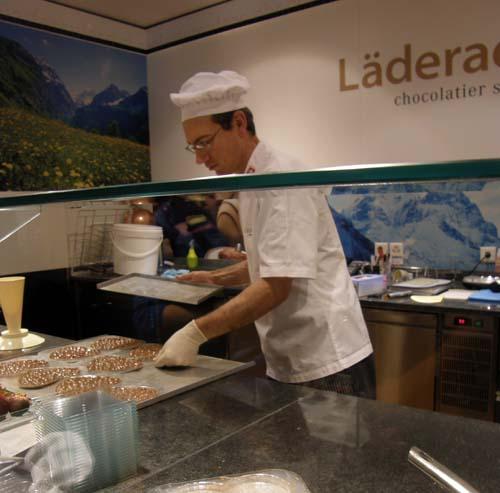 2011-06-27-MorechocolatesAbuFadil.jpg