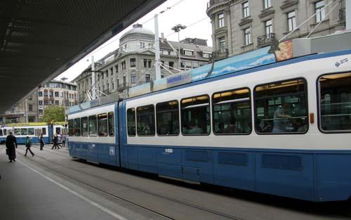 2011-06-27-ZurichtramhandytransportAbuFadil.jpg