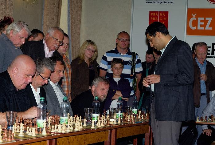 2011-06-27-cez_chess_trophy_2011_simultanka_009.jpg
