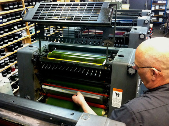2011-07-12-02garysettingplateonthepress.jpg
