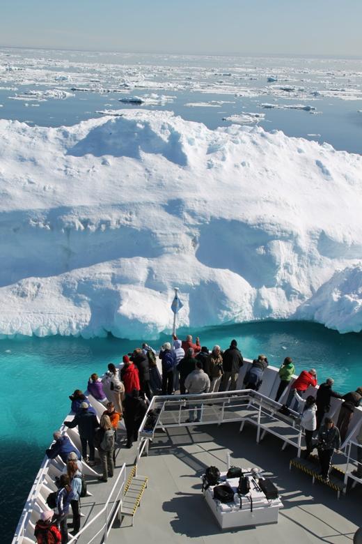 2011-07-15-Explorerapproachingiceberg.jpg