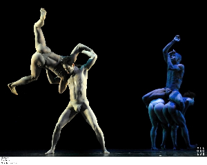 2011-07-31-Pilobolus_Korokoro_Photo_by_Sara_Davis_A.jpg