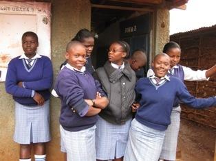 2011-08-01-Kiberagirlsext.jpg