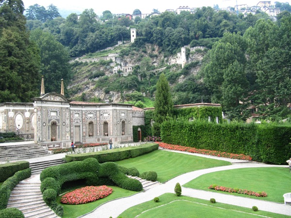 Glamour Gardens And George Clooney In Lake Como Huffpost