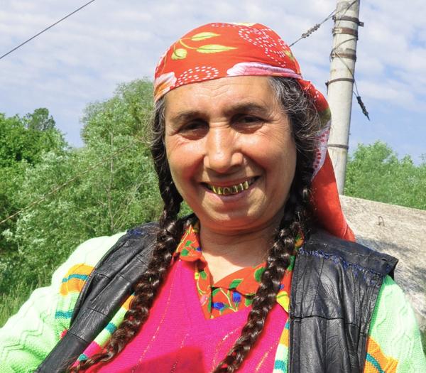 2011-08-17-kisa-lala-images-new-nomads-RomaniaGypsy_KisaLala0008_2b.jpg