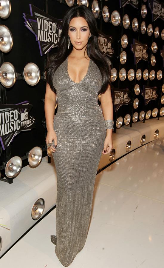 2011-08-29-kimkardashianvmas2011.jpg