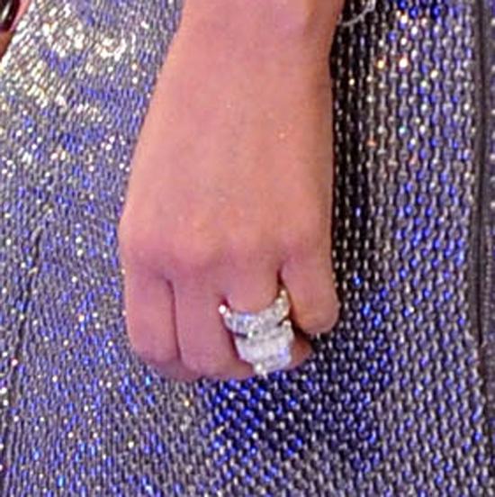 2011-08-29-kimkardashianweddingring.jpg