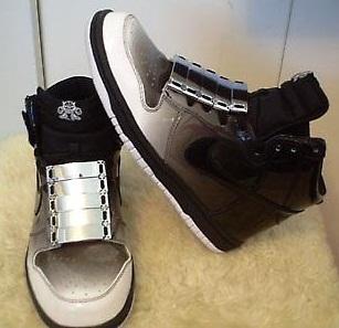 2011-09-13-shoeturesneakertrainerlaceaccessoriessilvermetallichooksFightForYrWriteSarahMcGiven.jpg
