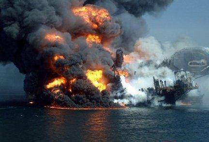 2011-09-17-Deepwater_horizon_platform_sinking.jpg