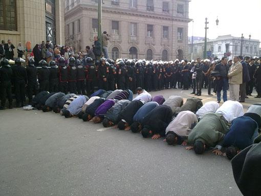 2011-09-25-Tahrirprayers.jpg