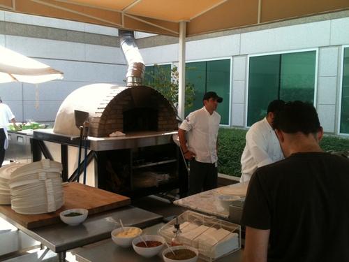 2011-09-27-OutsidePizzaBar.JPG