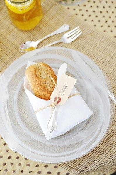 2011-09-28-BreadInNapkin005.jpg