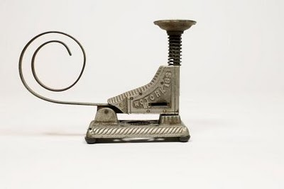 2011-10-01-ancientstapler.jpg