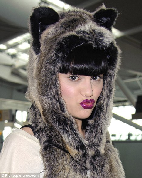 2011-10-04-JessieJSpiritHoodanimalfauxfakefurhatwthearswolf.jpg