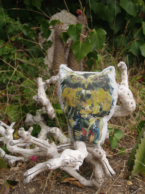 2011-10-10-Owl_pillow_finished_web.jpg