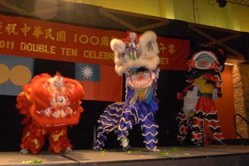 2011-10-10-liondancedoubleten500px.jpg