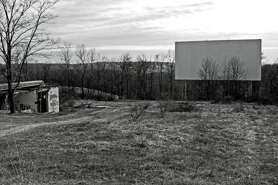 2011-10-21-hilltopbw570.jpg
