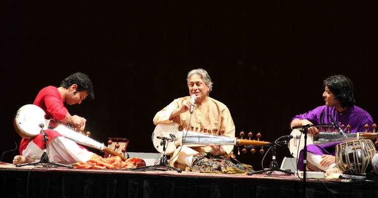 2011-10-24-Ustad_Amjad_AliKhan_Sons_Perform_NYC_E.jpg