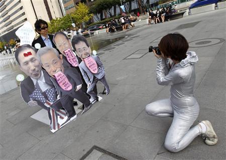 2011-10-26-Seoul_Reuters.jpeg