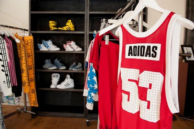 786053018a46 2011 -11-08-2 jeremy scott for adidas originals spring summer 2012 preview hip hop trainers basketball tops stars stripes js wings ruler tracksuits.jpg