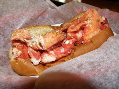 2011-11-08-LobsterRoll.jpg