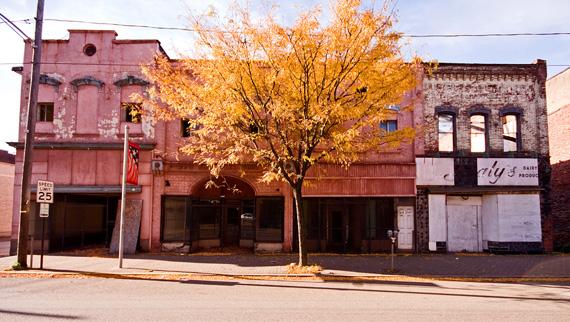 2011-11-21-braddockstrip570.jpg
