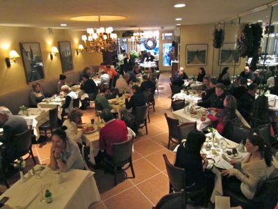 2011-12-13-diningroom1.jpg