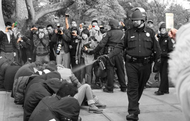 2011-12-18-filmthepolice.jpg-camerapsray4.jpg